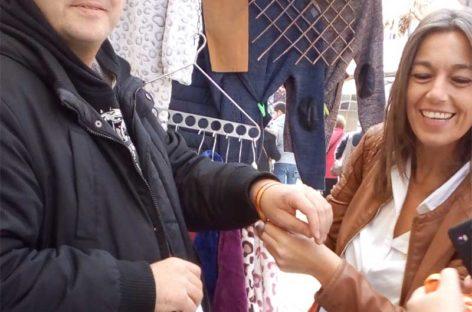 Concepció Veray (PP) de precampaña en el mercado de Canovelles