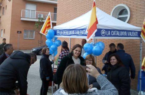 Esperanza García, candidata del PPC en el Parlament, visita el mercado de Canovelles
