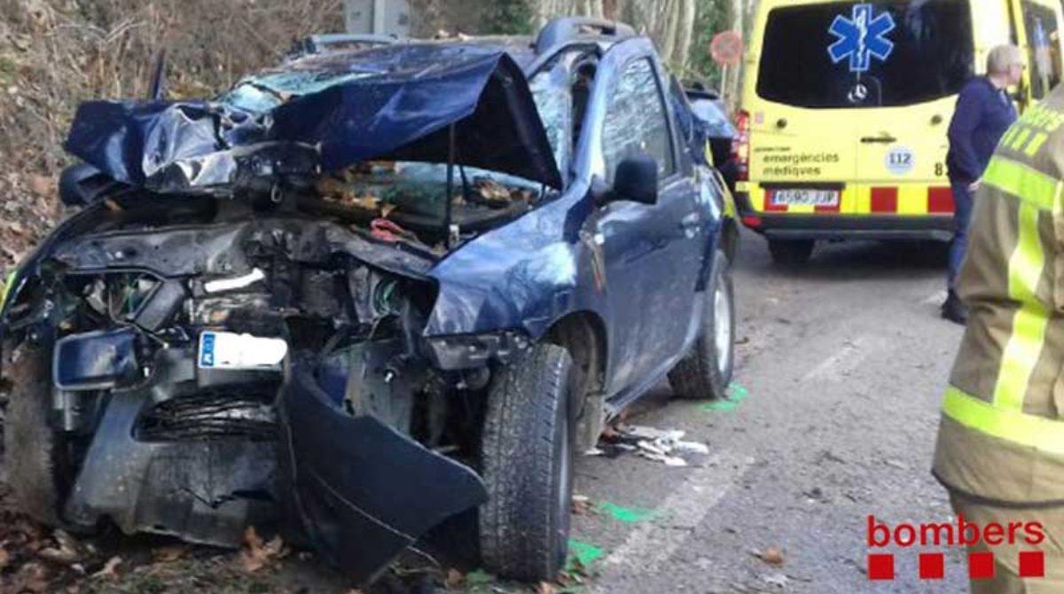 Una mujer herida en Vallgorguina al estrellarse con su coche