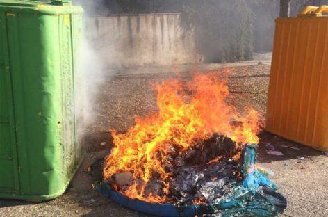 Dos incendios provocados en contenedores en La Garriga