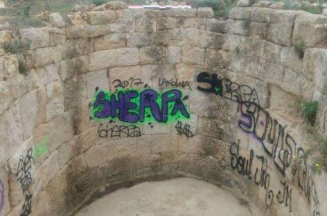 Detenidos dos jóvenes en Mollet por haber pintado grafitis en un poblado ibérico declarado Patrimonio Histórico