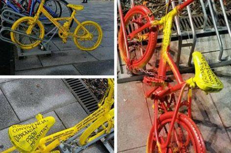 Pintan con pintura roja las bicicletas amarillas del CDR de Montmeló