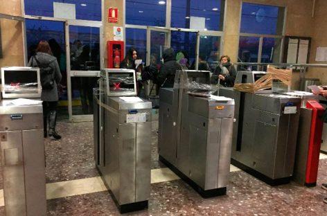 Los CDR abren las barreras de las estaciones de Mollet, Granollers, Cardedeu, Llinars y Sant Celoni de la R2 para protestar por el precio del billete