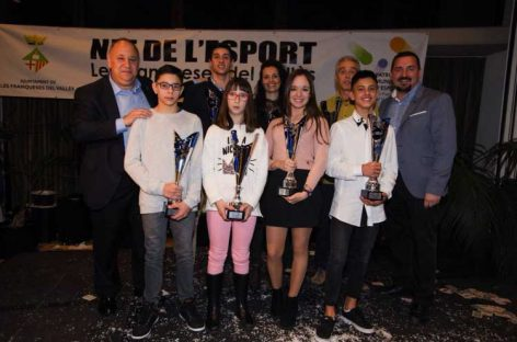 Noelia Fernández, del Club Tiro con Arco Les Franqueses y Adrià Martínez, del Club Balonmano Granollers, mejores deportistas de Les Franqueses