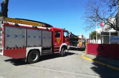 Un incendio obliga a desalojar la química Urquima en Sant Fost