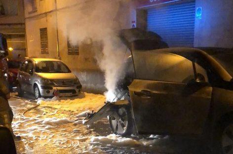 Alarma en Mollet por el incendio de un vehículo eléctrico