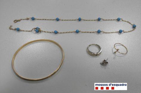 Detenida una mujer de Cardedeu y su hijo por robos de joyas en varias casas en las que la empleaban para limpiar