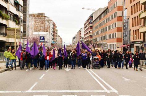 Miles de personas salen a la calle en Granollers y Mollet con motivo del Dia de la Mujer