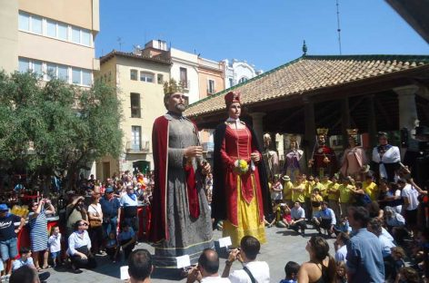 Els gegants de Granollers Esteve i Plàcida fan 50 anys i renoven vestuari