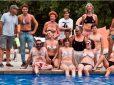 L'Ametlla permitirá hacer Topless en la piscina municipal por votación popular