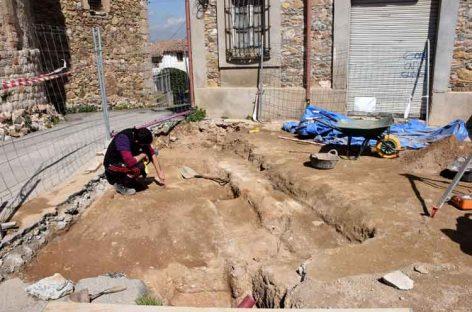 Excavan la zona del cementerio medieval de Montornès
