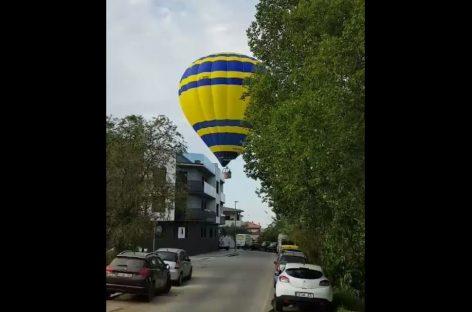Un globo aerostático obligado a aterrizar en el centro de la Garriga