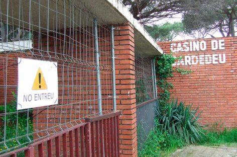 El edificio del Casino de Cardedeu cerrado por el Ayuntamiento por motivos de seguridad