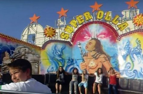 La policía de Cardedeu obligó a una atracción de la Fira de Sant Isidre a retirar las imágenes sexistas