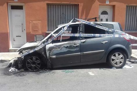 Dos coches ardieron parcialmente en Mollet la noche de la verbena de Sant Joan