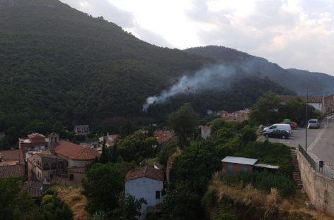 Un fuego provocado por un cohete obliga a cortar la circulación de trenes en la R3