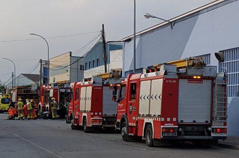 Evacuan una empresa de Palau Solità por una fuga de amoníaco