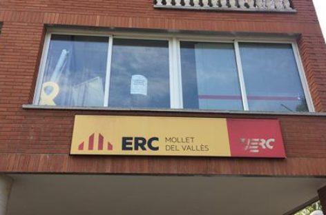Lanzan huevos contra la sede de ERC de Mollet y les roban la estelada y una pancarta