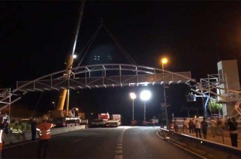 Instalada con éxito la pasarela sobre la C-17 en l'Ametlla del Vallès