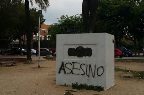 """Pintadas de """"asesino"""" a la estatua de Lluís Companys de Mollet pocos días antes de su homenaje anual"""