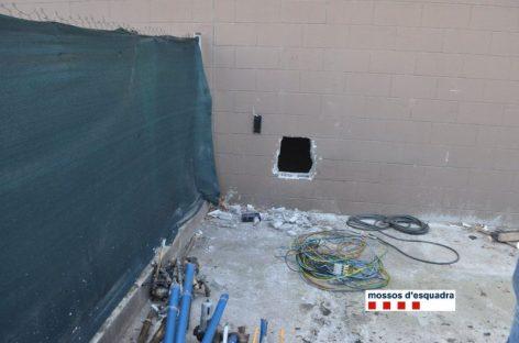 Tres detenidos cuando entraban a robar en una nave industrial de Montcada