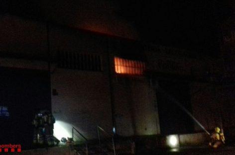 Una empresa de carpintería de Canovelles arde parcialmente durante la madrugada