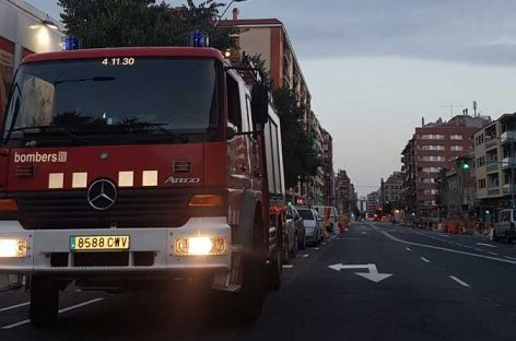 La rotura accidental de una conducción de gas obliga a desalojar 8 edificios de la calle Girona de Granollers