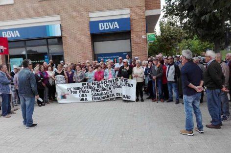 Manifestación contra el cierre de la única oficina bancaria de Montornès norte