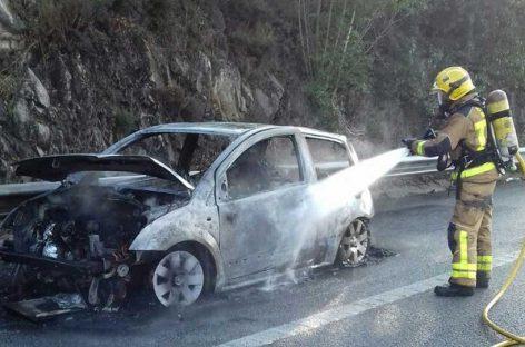 Se incendia un coche en la AP-7, a la altura de Sant Celoni