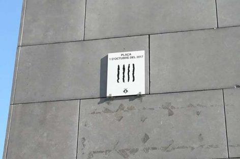 La Roca retira las placas colocadas por ERC el 1 de octubre en espacios públicos