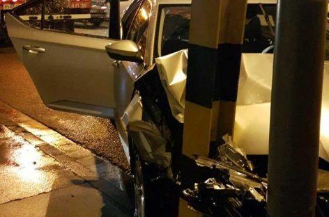 Un conductor da positivo en alcohol tras estrellarse contra un farol en la Garriga