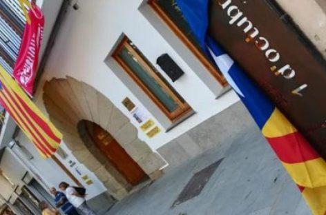 Denuncian a un vecino de Sant Celoni por llevarse el monumento al 1 de octubre de Arenys de Munt