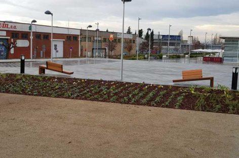Rompen todos los bancos de la reurbanización de la losa de Montmeló a las pocas horas de inaugurarla