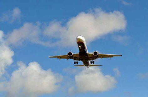 Vecinos de una urbanización de Vilanova del Vallès se quejan del paso de aviones con destino a El Prat