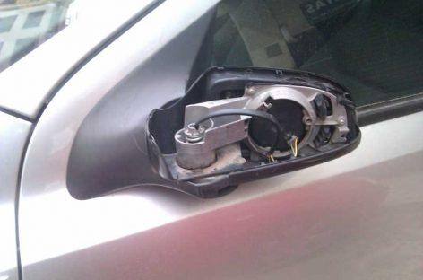 La policía de Mollet  investiga a un grupo de jóvenes que tiró contenedores y destrozó coches en la vía pública