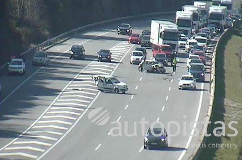 Un herido grave y tres leves en un choque entre dos vehículos en la AP-7, en Sant Celoni