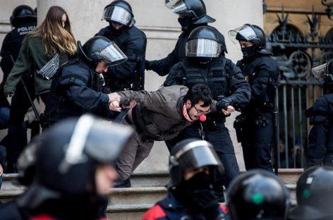 Un CDR de Palau Solità pasa la noche en la comisaría de los Mossos por no declarar por las protestas ante el TSJC