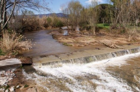 Detectan un importante vertido de aguas residuales en el río Tenes, en Lliçà d'Amunt