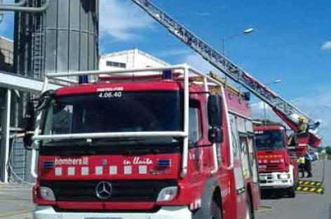Incendio en una empresa de molduras de Lliçà de Vall