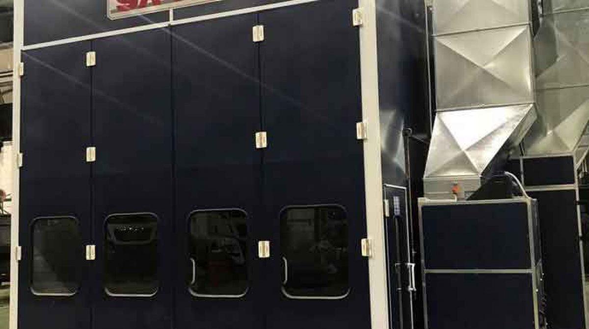 MAN de Parets pone en marcha una cabina única en el mercado que le permite pintar dos autobuses al mismo tiempo