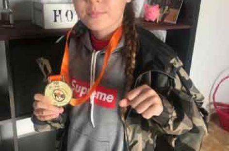La canovellense Dámaris Lloret se proclama campeona del mundo de boxeo tailandés a los 10 años