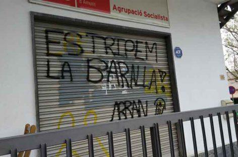 Los intolerantes de Arran atacan la sede del PSC de Lliçà d'Amunt